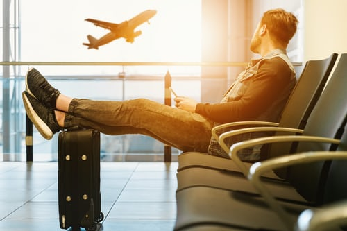 What to do to avoid boredom on a plane trip ?